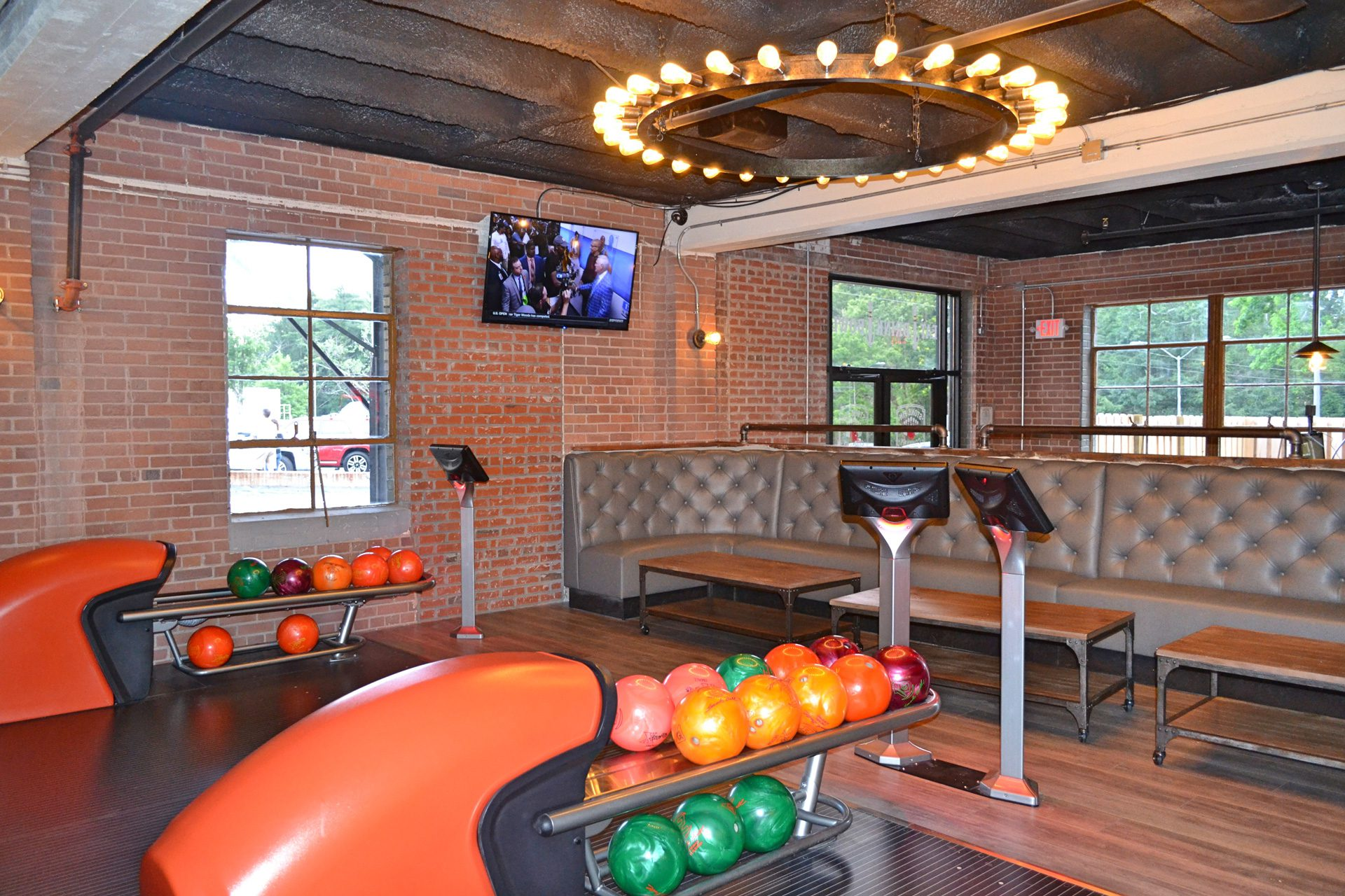 Wel e to Stone Pin pany Stone Pin Bowling Alley